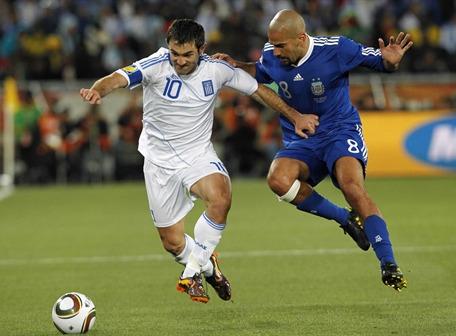 Argentina selló su clasificación con un 2-0 ante Grecia