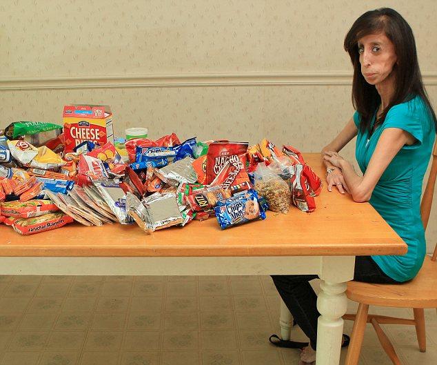 Come cada 15 minutos y pesa 27 kilos, como cuando tenía 8 años