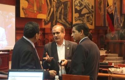 Gobierno logra aprobar reformas electorales y restricciones para los medios durante la campaña