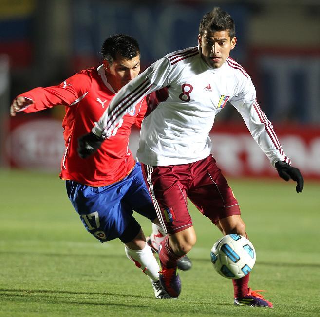 Venezuela y Chile empatan 1-1