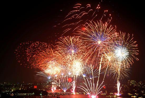 Con fuegos pirotécnicos Australia ya recibió el 2011