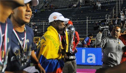 Ayoví paseó la Tricolor en tierra mexicana