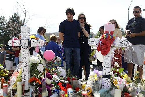 Christian Bale visita en el hospital a los heridos del tiroteo
