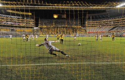 Barcelona SC vence con autoridad 2-0 a Liga de Loja
