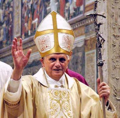 Benedicto XVI excomulga a obispo chino designado sin aprobación