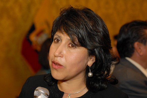 Correa acepta la renuncia de la Ministra Tola