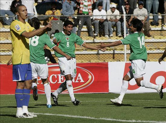 Bolivia vence a Brasil 2-1 en la altura de La Paz