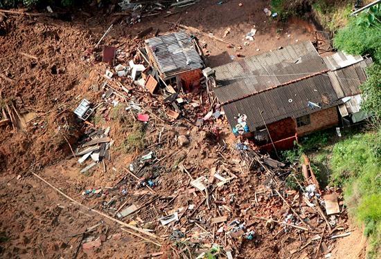 Suben a 640 los muertos en Brasil