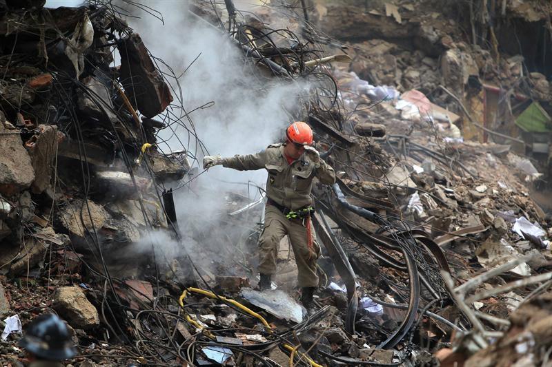 Indignación tras  11 muertos en edificios derrumbados