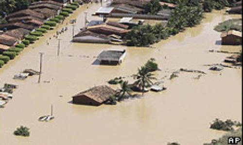 Sube a 10 número de muertos y a 13.300 el de desalojados por lluvias