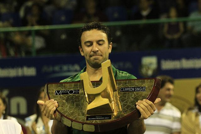 Argentino Dabul queda campeón del Manta Open 2011