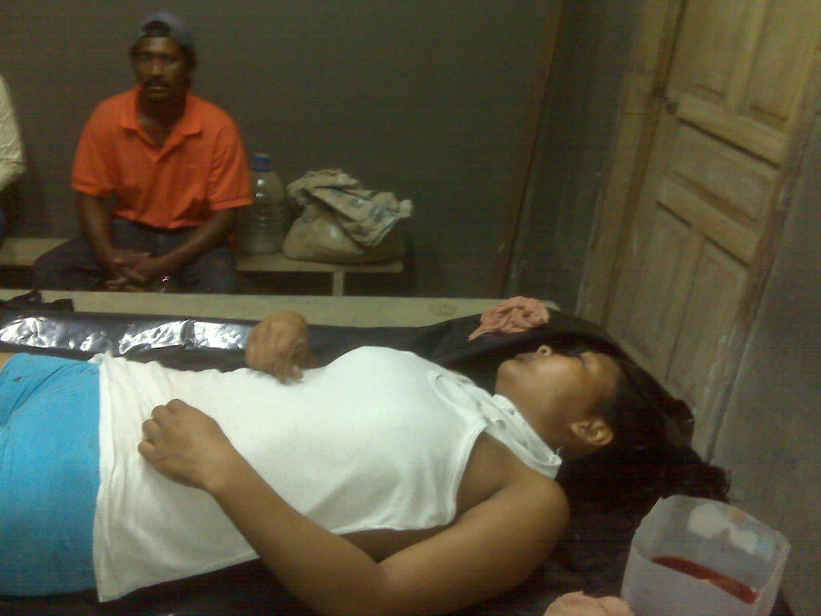 Mujer es hallada muerta con un tiro en la sien