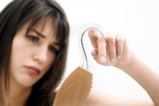 Aumentar las horas de sueño evita la caída del cabello