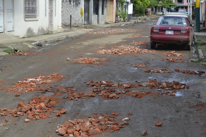 Las calles de Portoviejo continúan dañadas