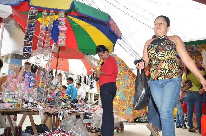 El caos y el desorden agobian al centro de Portoviejo