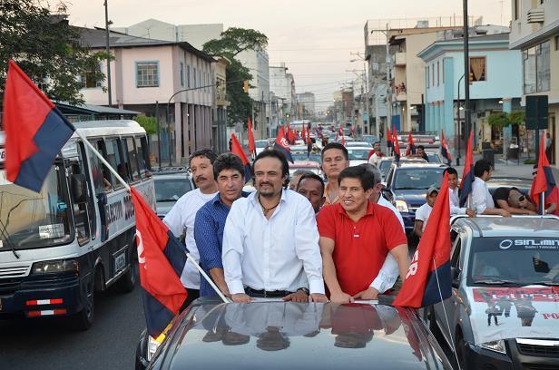 Paúl Carrasco presenta candidatura presidencial