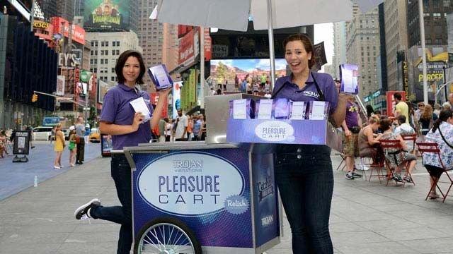 Los 'carritos del placer' vuelven a regalar vibradores en Nueva York