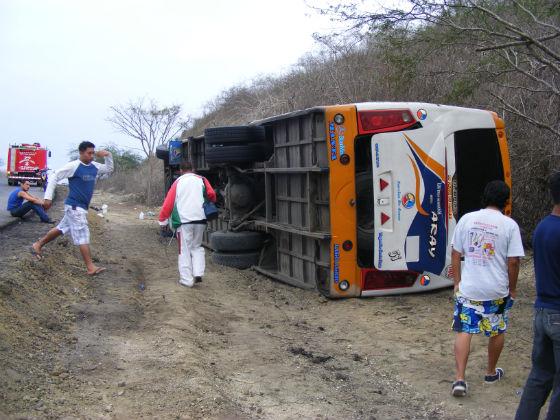 Catorce heridos en vuelco de una Carlos Alberto Aray