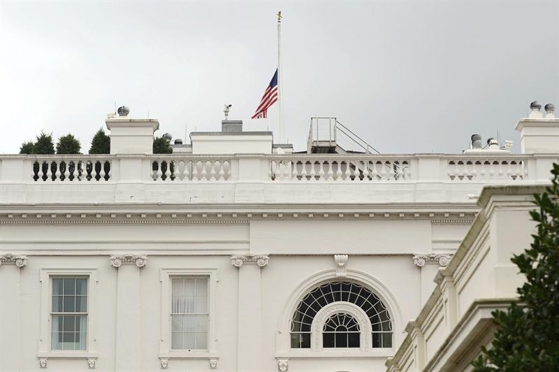 Obama y Romney eluden debate sobre posesión de armas tras matanza