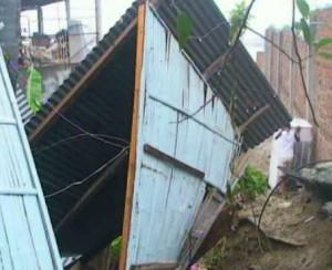 Fuertes lluvias dejan sin vivienda a 2 familias