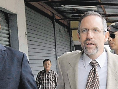 César Pérez se declara perseguido político