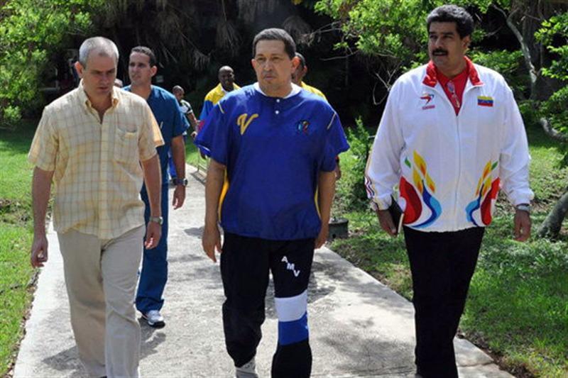 Divulgan fotos de Chávez durante su rehabilitación