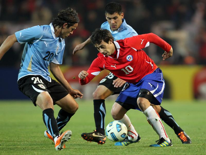 Chile acaricia pase a segunda fase mientras Uruguay sufre