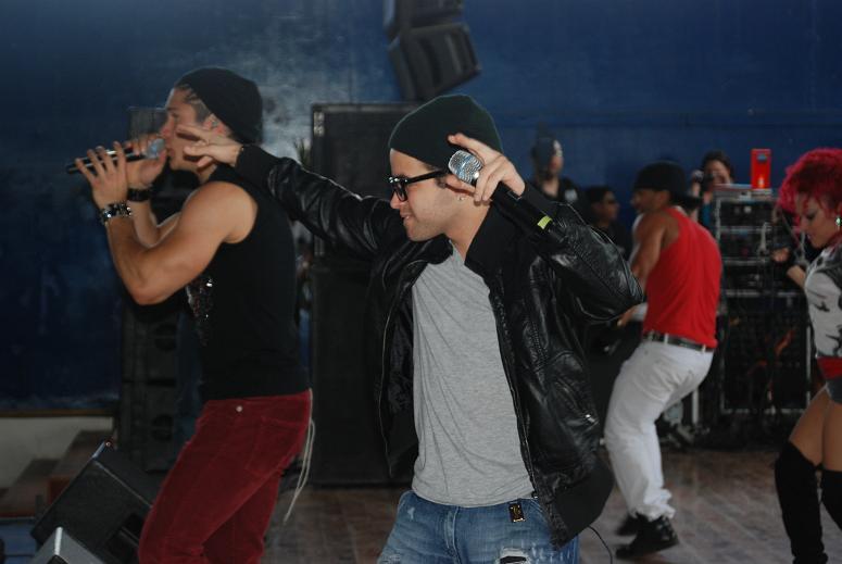 Chino y Nacho cumplen con sus fans y brindan show