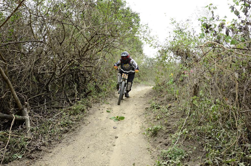 Adrenalina en competencia ciclística 'Downhill'