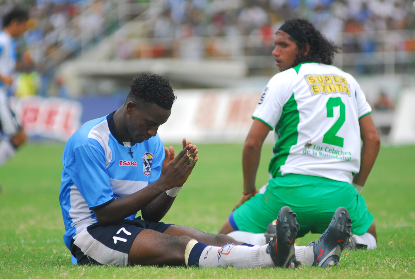 Manta FC gana al último minuto el clásico 3-2