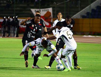 Deportivo Quito terminó con el invicto de LDUQ (3-0)