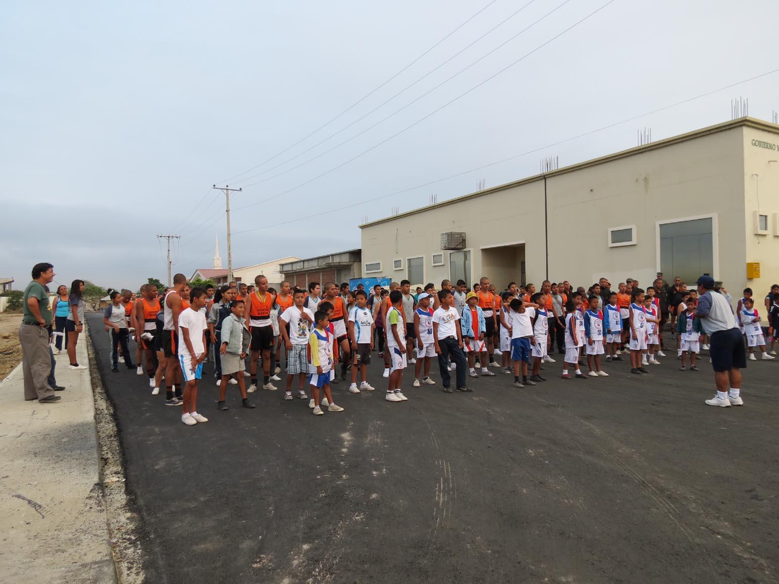 Habitantes de Jaramijó caminan por la salud