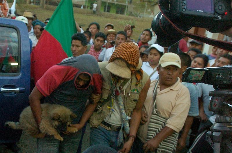 Santos acusa a FARC de forzar indígenas a pedir salida de uniformados