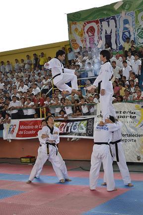 Coreanos impresionan con artes marciales