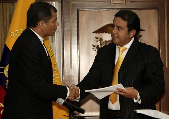 Correa entregó las preguntas de la consulta