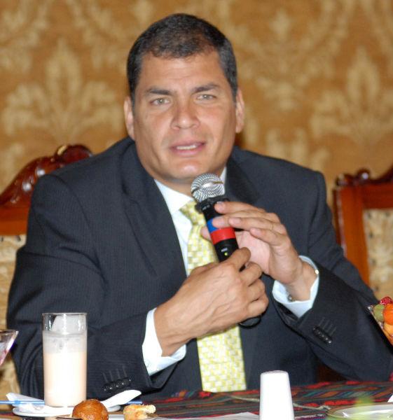 Correa se reúne con familiares de fallecidos en La Crespa