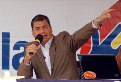 Correa anuncia inversión para equipos policiales