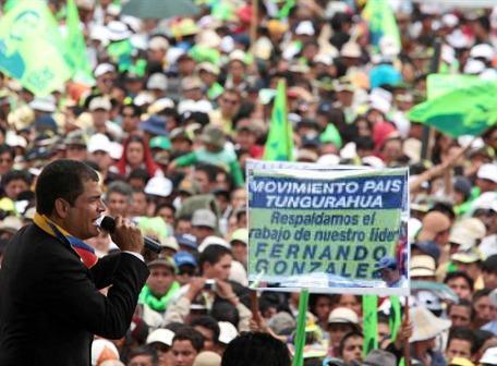 Correa celebra con gabinete sus 4 años en el poder