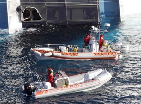 Descubren otros cinco cuerpos a bordo del 'Costa Concordia'