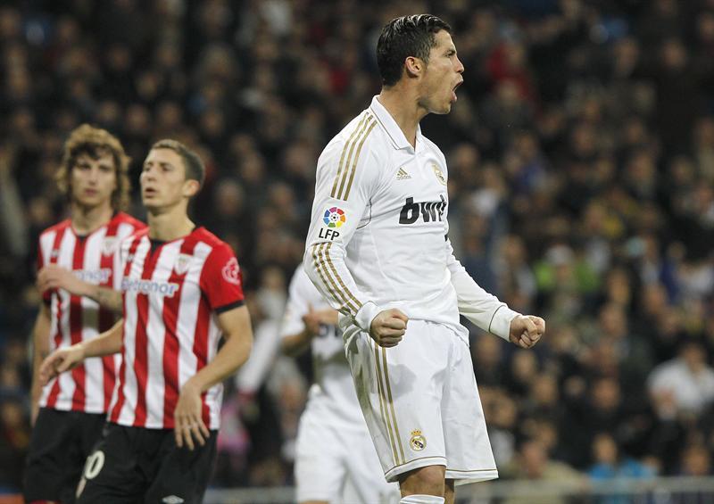 El Madrid sigue de líder, mientras Messi deleita en el partido con el Málaga