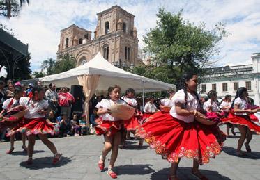 Cuenca celebra su independencia con desfiles y diversión