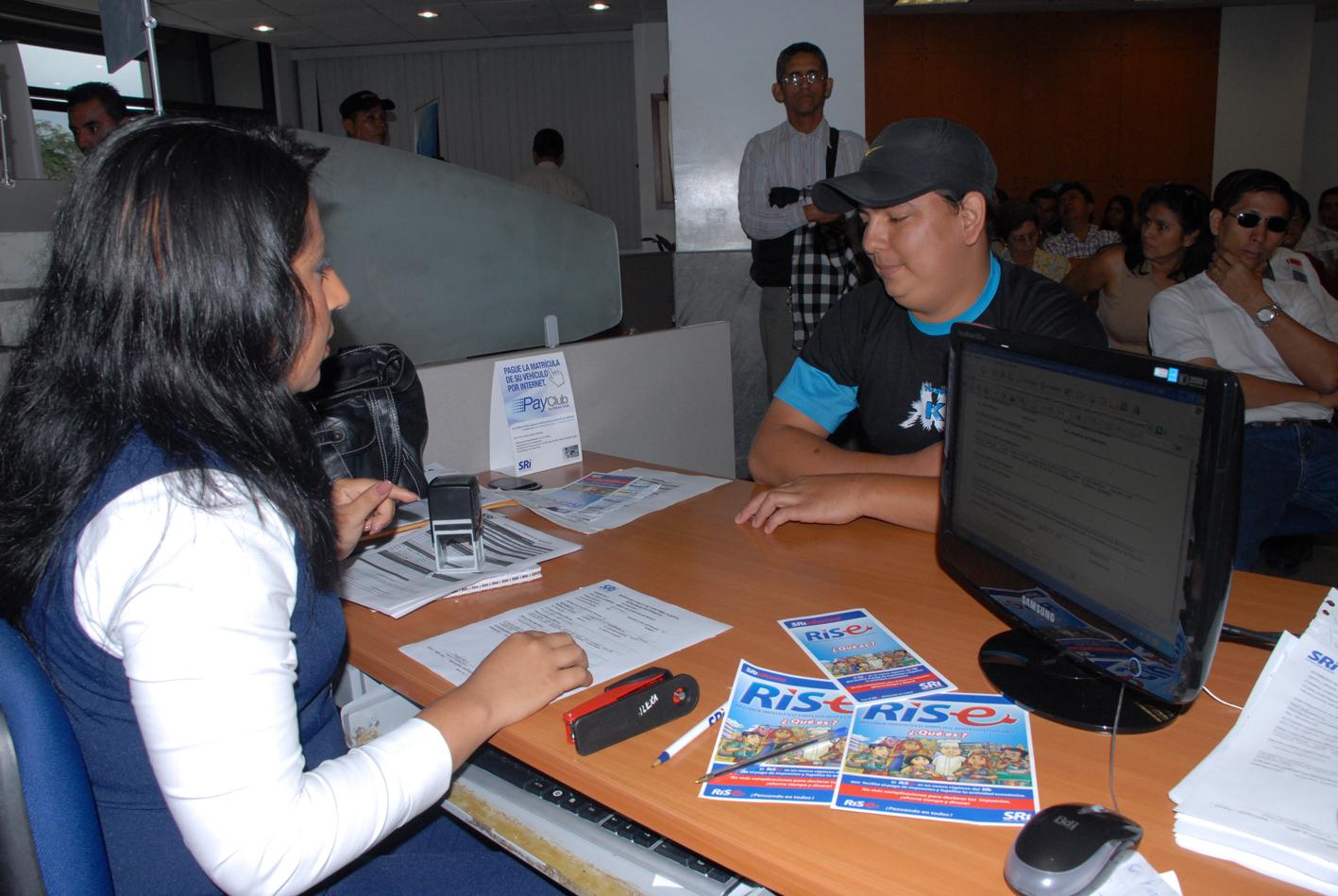 SRI presentó sorteo de lotería tributaria