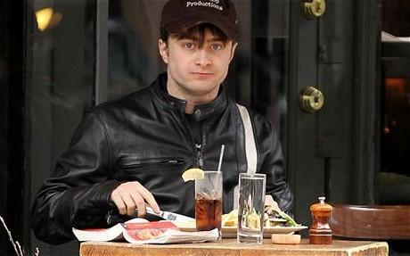 Daniel Radcliffe dice que ha superado problema de alcohol