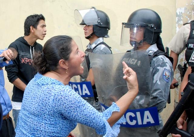 Aumentan protestas y hay nueve detenidos