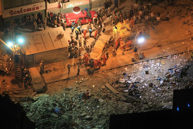 Dos edificios se cayeron en Río de Janeiro; buscan a víctimas