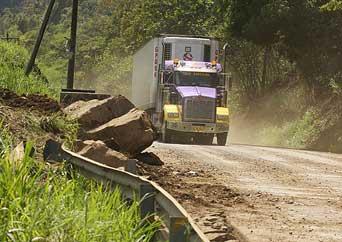 La vía Alóag Santo Domingo se cerró seis horas