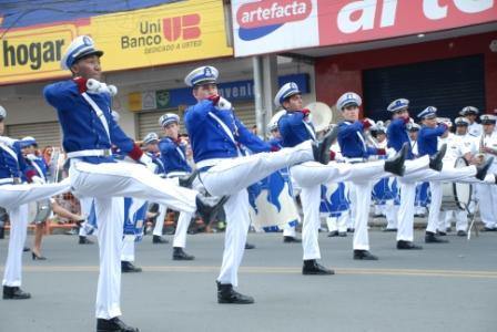 Desfile cívico militar engalanó las calles de Portoviejo