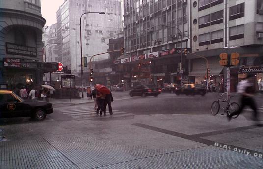 Intensas lluvias dejan un muerto en Argentina