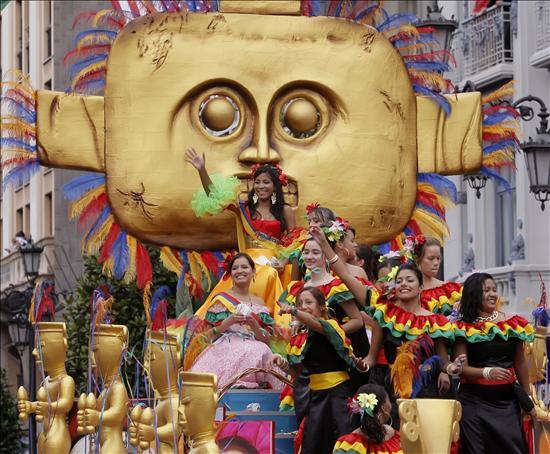 Miles de inmigrantes celebran el Día de Ecuador