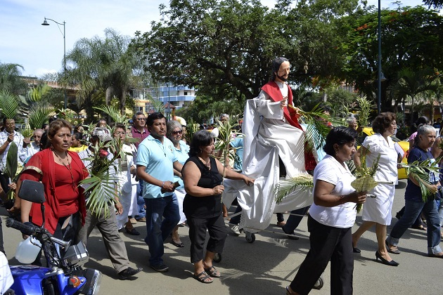 Cientos de personas reciben la Semana Santa en Manabí